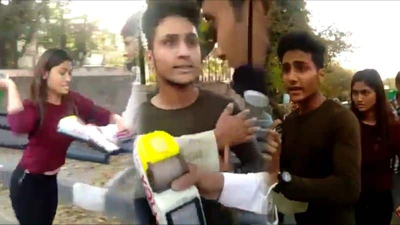 Couple abuses, assaults Delhi Traffic Police personnel, arrested