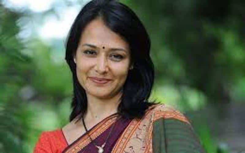 police case against man who cheated people with the name of Actress Amala
