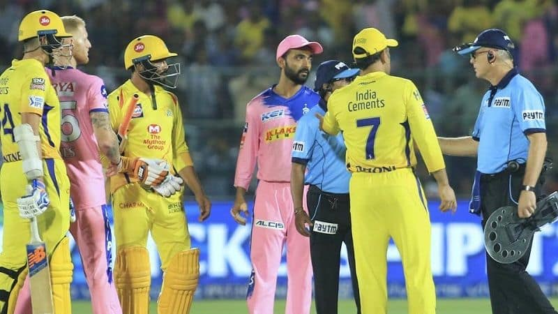Captain coll dhoni enters ground to fight with unpire fine imposed