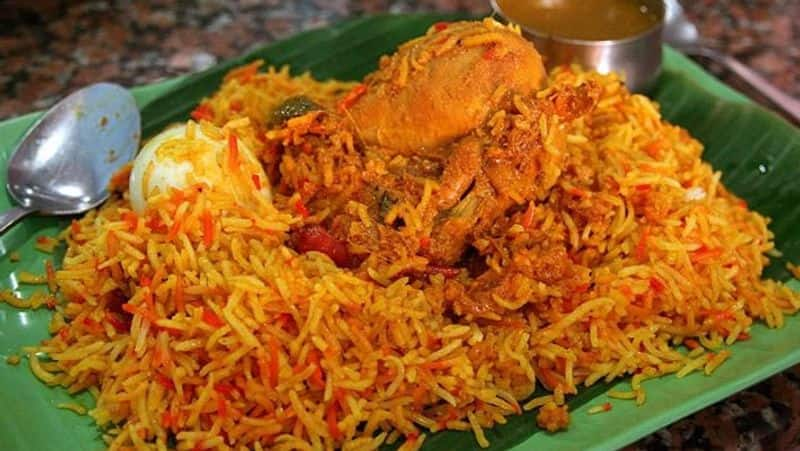 dmk person gave treat with chicken briyani his village people's  after his defeat , and also thanks for vote given