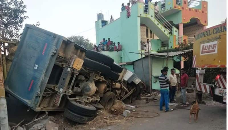 Tipper Ram into House in hoskote Two Kills