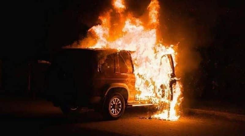 Man charred to death in car as passersby kept filming incident