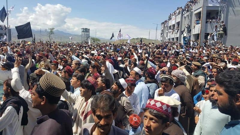 Pashtuns shun Pak parliament as Shias now demand azadi