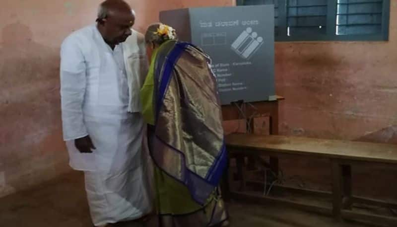 Karnataka: Actors, politicians visit  polling booths early on election day