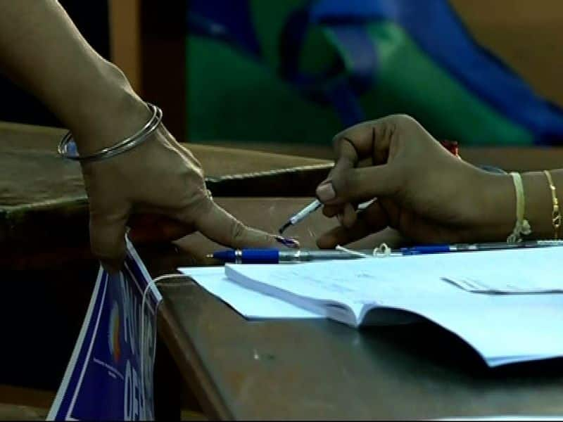 Lok Sabha election Phase 2: Total turnout at 61% till five pm, Bengal top with 75 percent voting