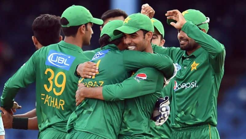 pakistan coaching staff meeting with players for longtime