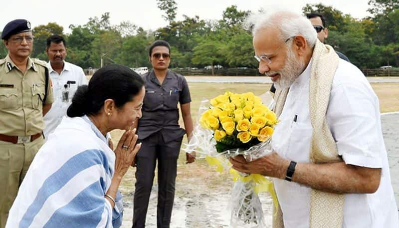 PM Modi tells Akshay Kumar Mamata Didi gifts me kurtas every year