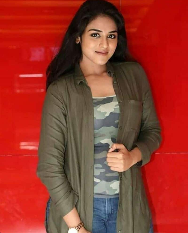 actress indhuja latest photo gallery