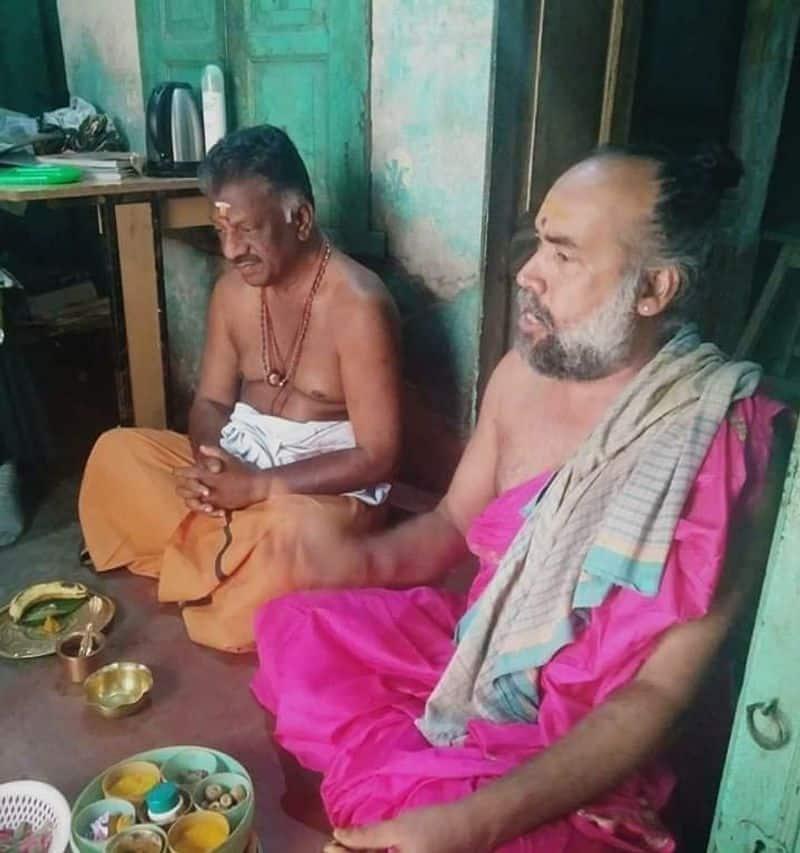 O Panneerselvam Visits Varanasi