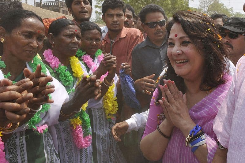 Some mass leader! Moon Moon Sen waited for bed tea while Asansol burned