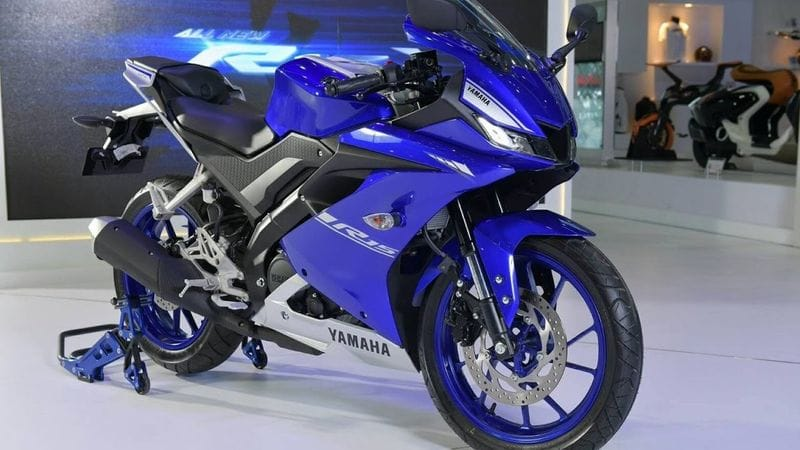 Yamaha launched R15 V3 new colour options with decals