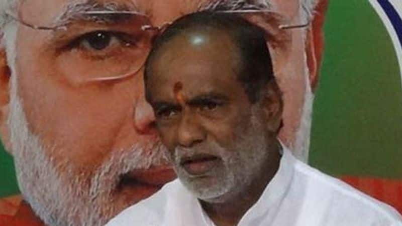 Telangana BJP president calls off fast after being hospitalised