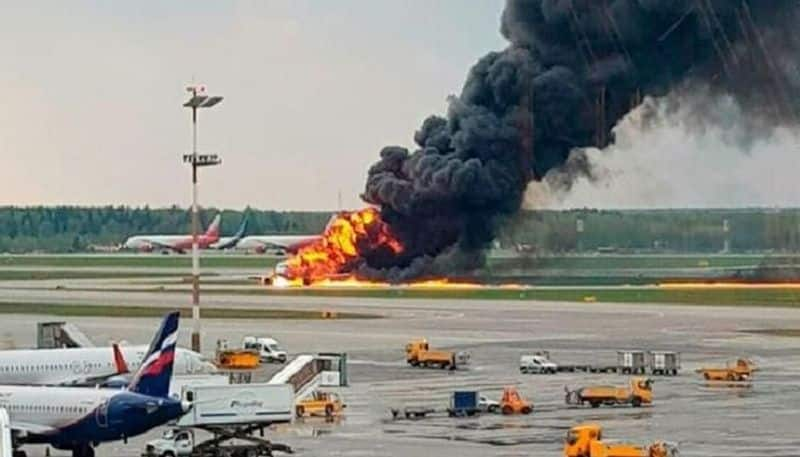 Moscow plane fire 41 killed after Russian Aeroflot jet makes emergency landing