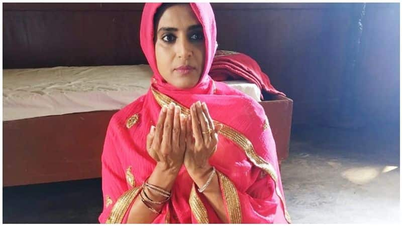 Actress Kathuri Suddenly changed her commends