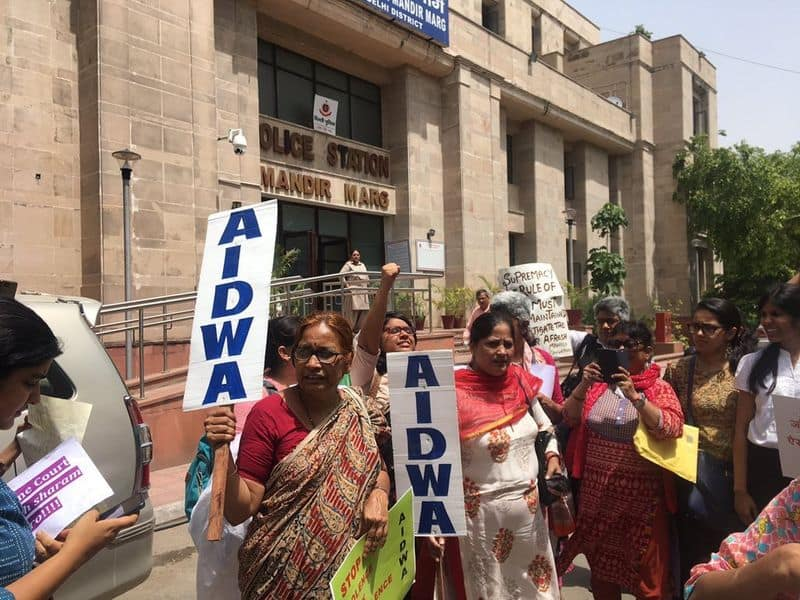 Women activists protest against clean chit to CJI Ranjan Gogoi outside Apex court, seeks his resignation