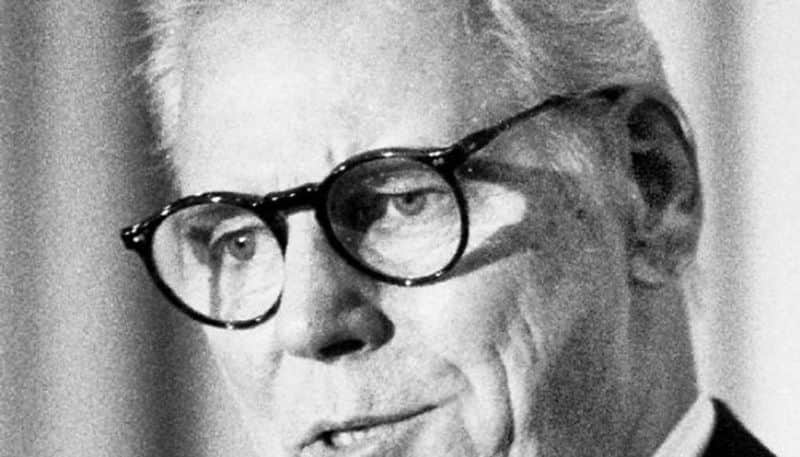 Why did Rajiv Gandhi let Warren Anderson flee India Bhopal gas victims want probe