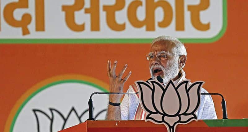 Pm modi slams bsp and samazwadi party and congress for fake promises in up election rally