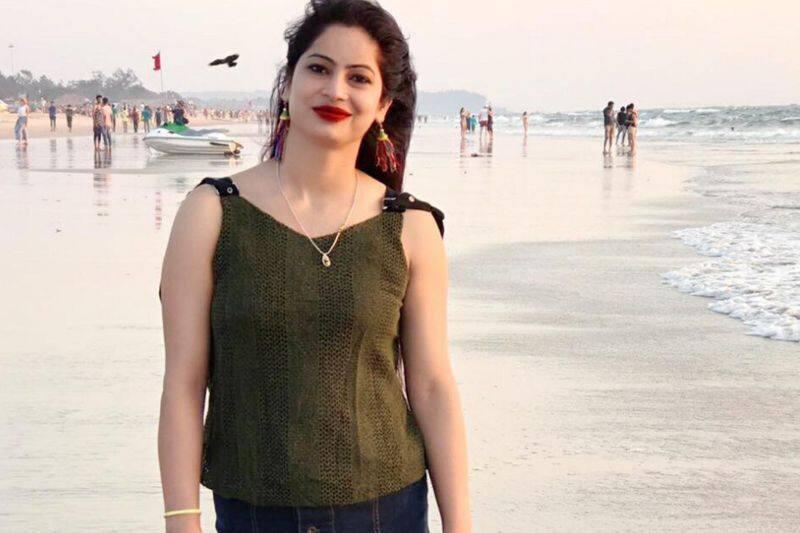 'Yellow saree' election officer to film cinema
