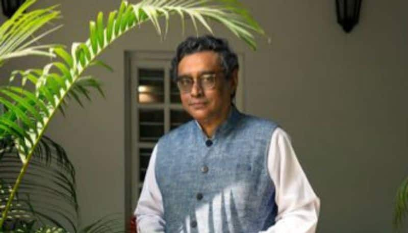 Why did Swapan Dasgupta claim 50000 burqas are being brought in for election