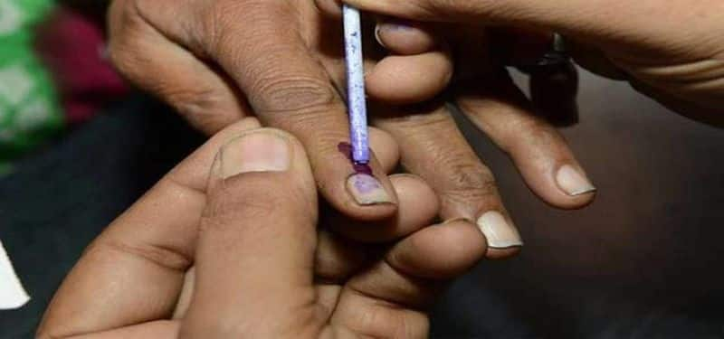 Last phase of Lok Sabha polls: EVM glitches reported at many poll booths