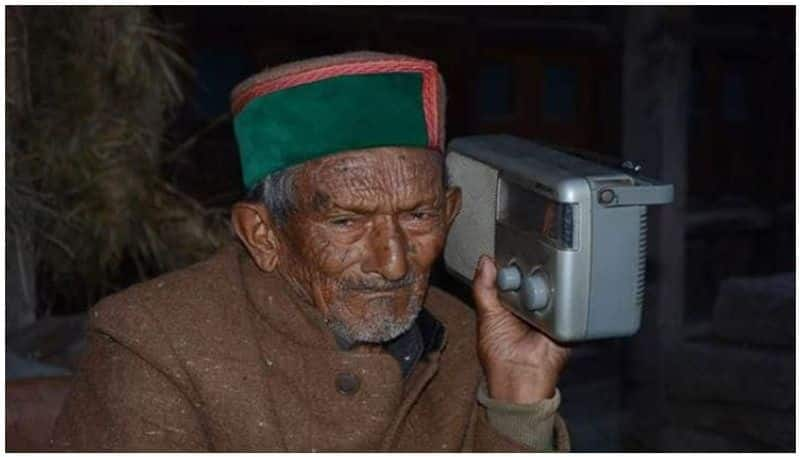 Himachal Pradesh Indias oldest voter gets vaccinated
