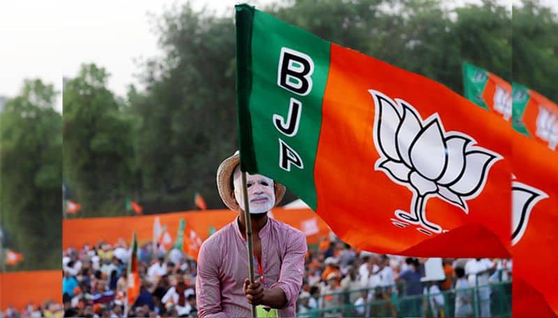 bjp breaks congress hand which tried to plug lotus in lok sabha election 2019