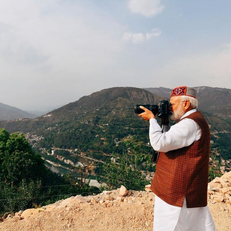 modi removes the chowkidhar caption from his twitter account