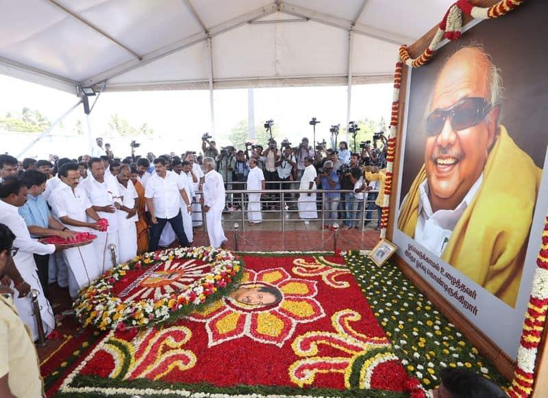Karunanithi vs jayalalitha cemeteries