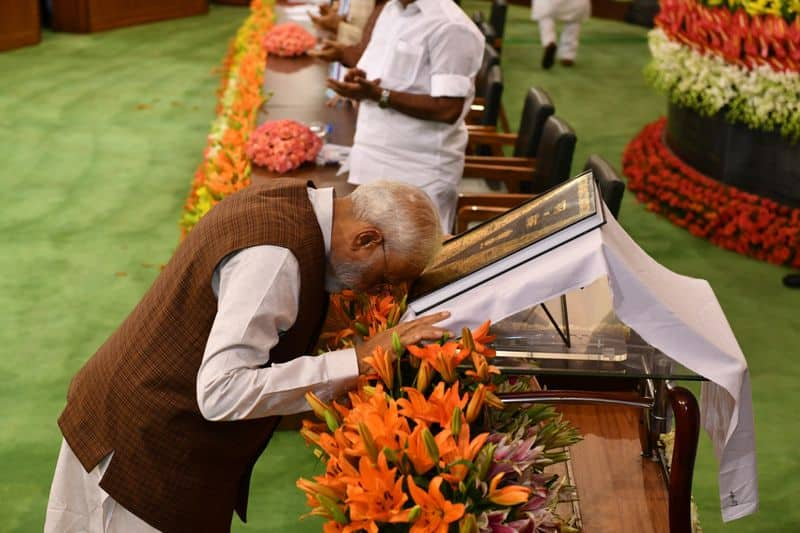 Modi asks NDA MP to work without discrimination, reach out minorities