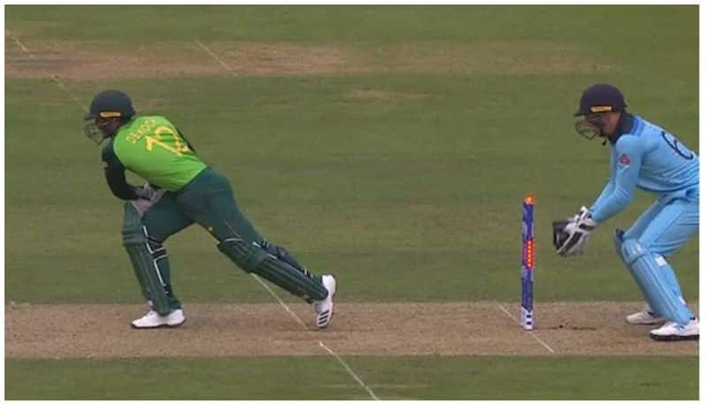 de kock escaped from adil rashid ball due to bail fails to fall down video