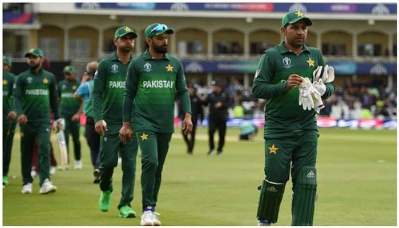 shoaib akhtar slams pakistan captain sarfaraz ahmed