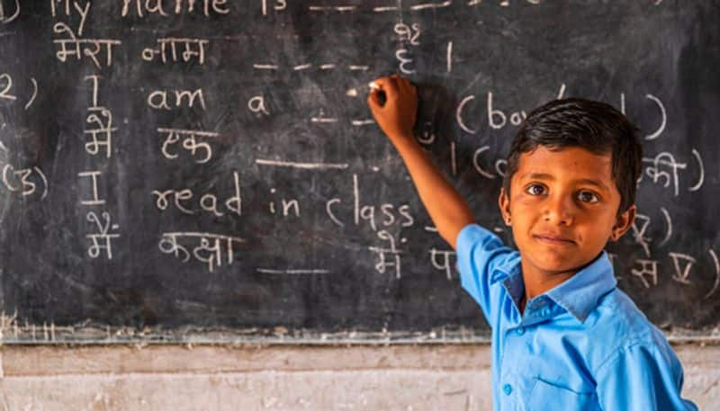 Centre changes draft proposal in three language formula in new education policy