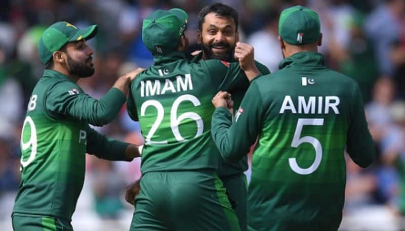 2 changes in pakistan team and malik in playing eleven against india