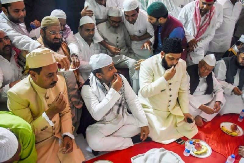Political parties himself kept away from the iftar party, organising bhandara in up