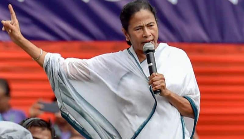 WB chief minister mamata attacked central government
