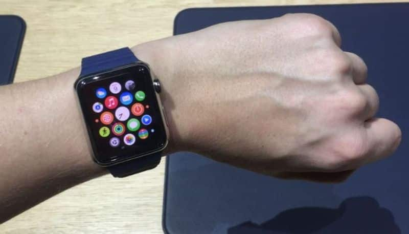 80 years old woman survive due to Apple Watch reported her serious physical condition