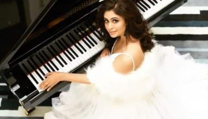 ritabhari chakraborty came on live to collect fund