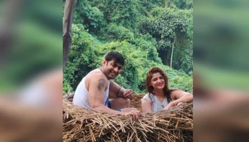 Srabanti Chatterjee and Roshan Singh went for a holiday trip