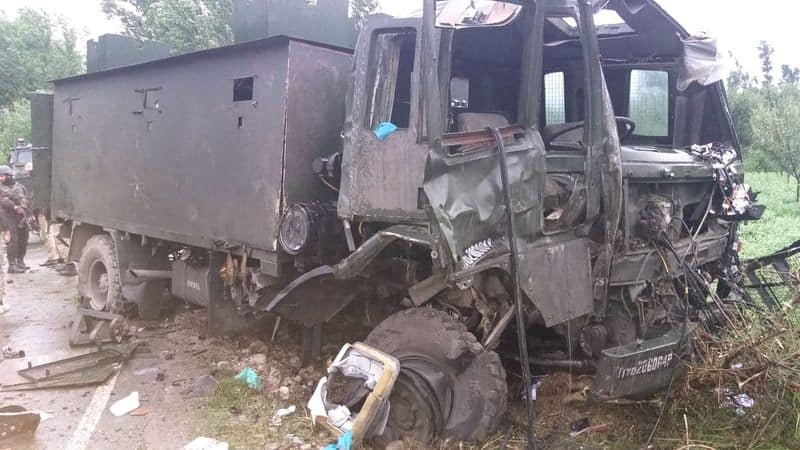 Army Vehicle Attacked In Jammu Kashmir Pulwama, several security personnel injured