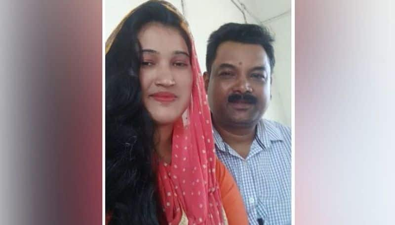 Husband threatens to commit suicide to get back his kidnapped wife in Islampur