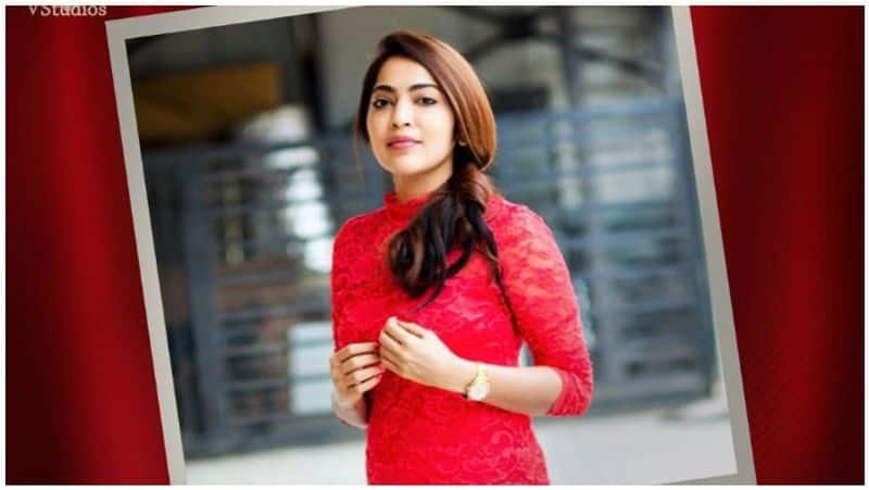 vj ramya tweets that she is in 'aadai'movie