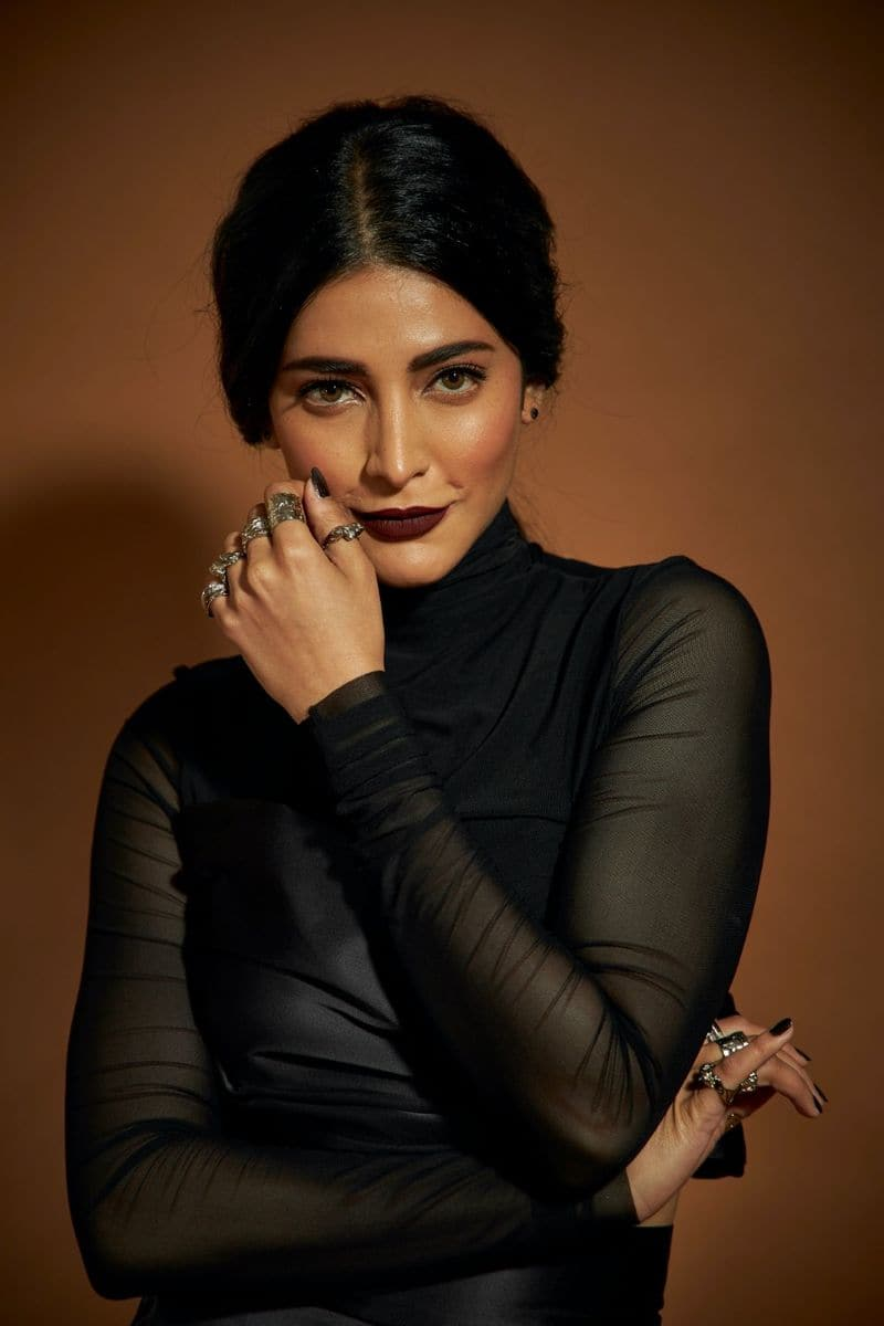 actress shruthihasan committed to act in usatv series