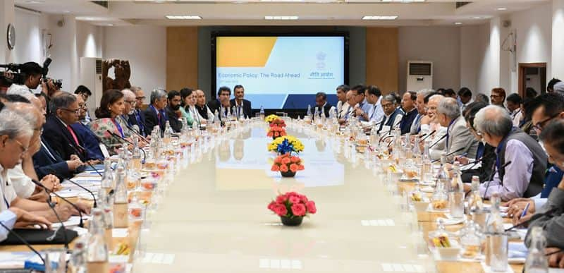 Prime Minister Modi interacts with economists, industry experts ahead of budget