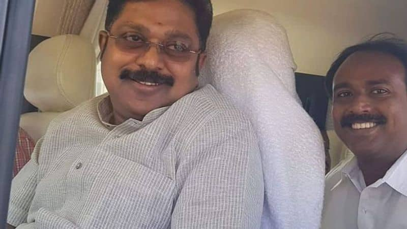 thnaga tamil selvan and others go to admk
