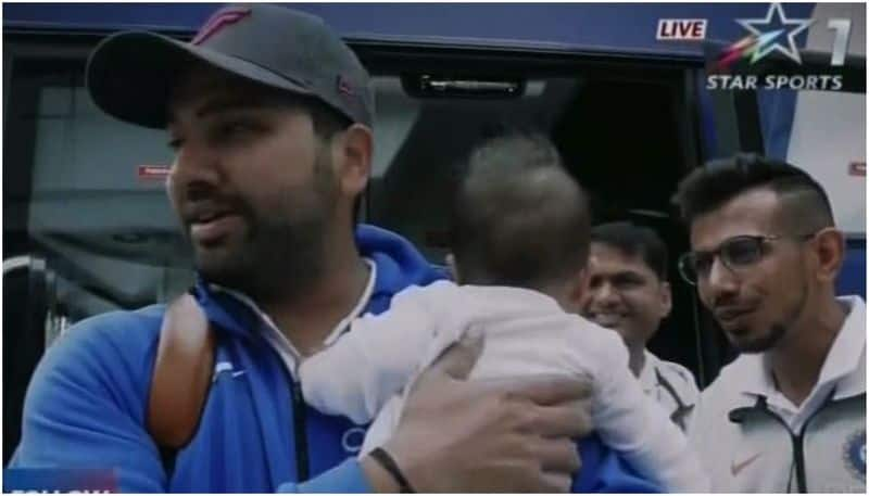rohit and ms dhoni daughters making fans in indian team