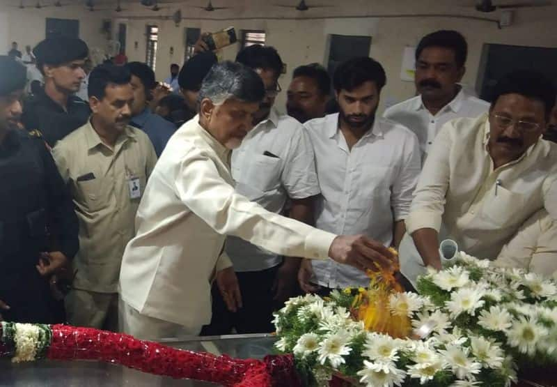 tdp chief chandrababu pays tribute to koteshwaramma
