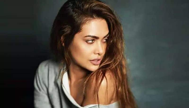 Esha Gupta calls out hotelier for staring at her, says he raped her with his eyes