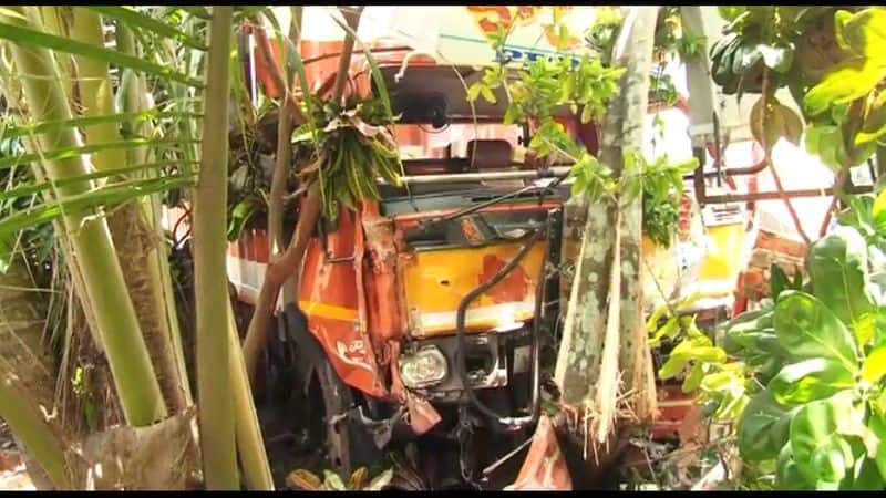 kodungalloor accident old lady and daughter dead
