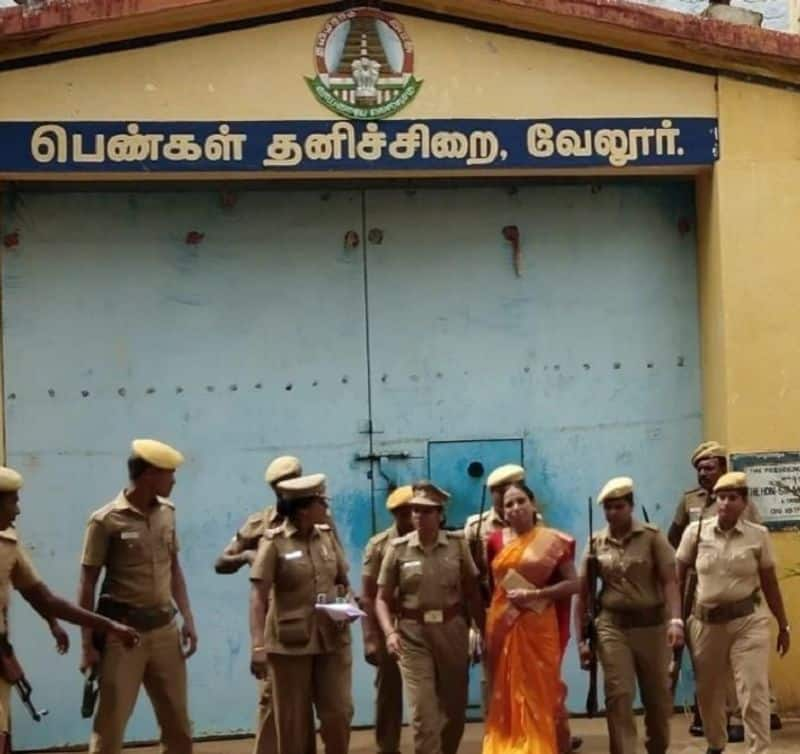 Nalini came from vellore jail by barole