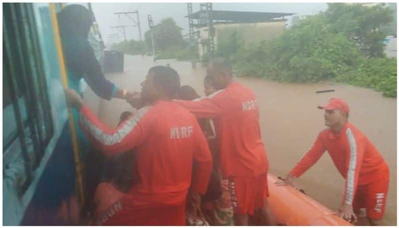 Flooded train - 700 passengers rescued